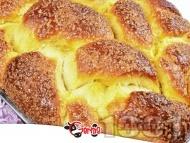 Домашен пухкав козунак със стафиди, орехи и суха мая в хлебопекарна